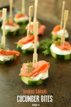 Smoked Salmon Cucumber Bites with a creamy dill spread. these no cook no bake ap… Smoked Salmon Cucumber Bites with a creamy dill spread. these no cook no bake appetizers are so quick to put together and they are always a hit! No Cook Appetizers, Easter Appetizers, Thanksgiving Appetizers, Appetizers For Party, Appetizer Recipes, Cucumber Appetizers, Christmas Appetizers, Cucumber Recipes, Skewer Appetizers