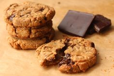 #Recipe: Dark Chocolate and Almond Protein Cookies #healthy