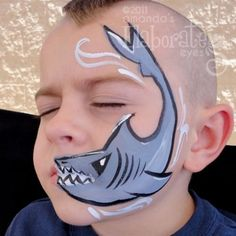 Haai schmink jongens / Shark face paint boys www.hierishetfeest.com