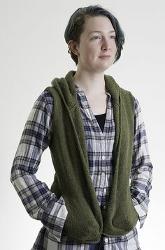 Tulsi pattern by Kennita Tully Latest Mens Fashion, Fashion 2016, Fashion Trends, Knitting Designs, Knitting Ideas, Knitting Patterns, World Trends, Hooded Vest, How To Purl Knit