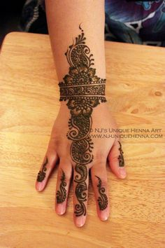 Simple design by NJ's henna art Henna Art, Hand Henna, Simple Mehndi Designs, Cute Wallpapers, Hand Tattoos, Pretty, Cute Backgrounds, Arm Tattoos
