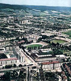 "Trochu iná farebná verzia ""Zimáku"". Bratislava, Old Photos, City Photo, Country, Retro, Old Pictures, Rural Area, Vintage Photos, Country Music"
