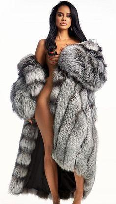 Fur Fashion, Womens Fashion, Fabulous Fox, Fox Fur Coat, Fur Coats, Great Women, Sexy Poses, Girls Sweaters, Fur Jacket