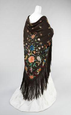 Chinese Shawl circa 1885-1910 #shawls #piano #embroidery #vintage