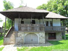 Casa din Chiojdu Traditional Interior, Traditional House, Vernacular Architecture, European House, Good House, Countryside, Gazebo, Places To Visit, Exterior