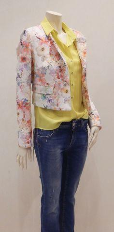 0f20bf5f1ec5 Kokka - giacchettina modello Chanel fiorata per un look perfetto in  qualsiasi occasione! Scoprila da Santino Punto Moda
