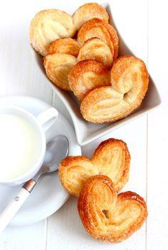 ! Avec une pâte feuilletée et du sucre, des palmiers faciles !