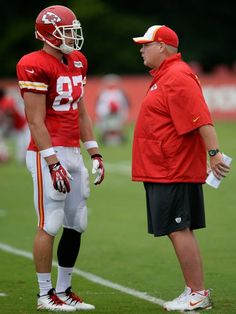 "Travis Kelce at left - 6' 6"" and 260 pounds"