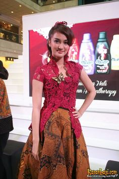 #Anne Avantie Batik Kebaya, Batik Dress, Lace Dress, Kebaya Brokat, Kebaya Dress, Kebaya Jawa, Indonesian Kebaya, Fashion Souls, Model Kebaya
