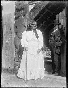 Guide Sohpia, Whakarewarewa Nz History, Local History, Portrait Art, Portraits, Polynesian People, Maori People, Container Shop, Maori Art, Easter Island