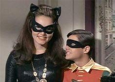 Julie Newmar - the original Catwoman and robin burt ward Más Batman Y Superman, Batman 1966, Batman Robin, Cosplay Gatúbela, Catwoman Cosplay, Cosplay Ideas, Batman Tv Show, Batman Tv Series, Julie Newmar