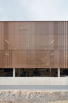 Parking garage in Lindau by Auer Weber / Parking with lake view - Architecture and architects - News / News / Events - BauNetz. Car Park Design, Parking Design, German Architecture, Facade Architecture, Parking Building, Car Parking, Auer Weber, Design Garage, Retail Facade
