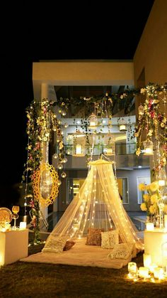 Let's jump to the list of off-beat Mehndi ceremony decoration ideas, that will lit up your decor in the best way, unique mehndi decor ideas Desi Wedding Decor, Luxury Wedding Decor, Home Wedding, Wedding Mandap, Wedding Receptions, Fall Wedding, Indian Wedding Favors, Indoor Wedding, Wedding Table
