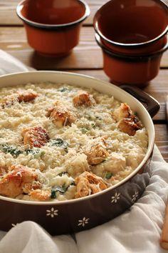 Μοιάζει με ριζότο αλλά δεν είναι. Μοιάζει με τραχανά αλλά δεν είναι. Τι είναι; Η απάντηση σε αυτό το μικρό αυτοσχέδιο αίνιγμα είναι το τραχανότο! Αγαπητή Ερμιόνη καλημέρα, Επέτρεψε μου να σου συστηθώ… Greek Recipes, Rice Recipes, Chicken Recipes, Dessert Recipes, Cooking Recipes, Good Food, Yummy Food, Spinach Stuffed Chicken, Other Recipes