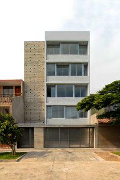 Gallery of MQ Project / Oscar Malaspina + Rodrigo Apolaya + Rosa Aguirre - 1 Arch Building, Home Building Design, Building Facade, House Design, Small Buildings, Modern Buildings, Facade Architecture, Residential Architecture, Minimalist Architecture