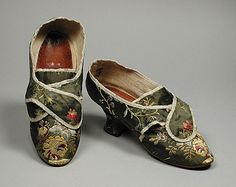 Pair of Woman's Shoes England, circa 1760 Costumes; Accessories Brocaded silk, leather, linen Overall: 2 x 3 x 8 in. x x cm) Costume Council Fund Antique Clothing, Historical Clothing, Vintage Shoes, Vintage Outfits, Luis Xvi, 18th Century Costume, Old Shoes, Women's Shoes, 18th Century Fashion