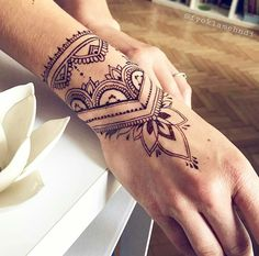 Discover recipes, home ideas, style inspiration and other ideas to try. Mandala Wrist Tattoo, Henna Tattoo Hand, Henna Tattoo Designs, Fake Tattoos, Wrist Tattoos, Body Art Tattoos, Wrist Band Tattoo, Tribal Hand Tattoos, Hand Tats