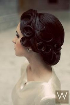 Vintage edge on wedding hair