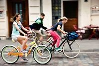 Radeln macht glücklich. Doch nicht nur das! Auch Gelenke, Muskeln und die Durchblutung profitieren vom Radfahren.