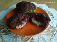Muffiny plnené pudingom Hamburger, Cookies, Ethnic Recipes, Food, Biscuits, Meal, Hamburgers, Essen, Hoods
