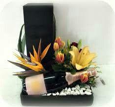 Flower Box Gift, Flower Holder, Flower Boxes, Candy Flowers, Love Flowers, Beautiful Flowers, Food Bouquet, Bouquet Box, Artificial Floral Arrangements