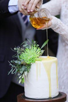 ネイキッドケーキはもう古い?!オシャレ花嫁が今選ぶウェディングケーキは? / まとめ記事 / WEDDING | ARCH DAYS Wedding Ceremony Decorations, Ceremony Backdrop, Wedding Reception, Wedding Aisles, Wedding Backdrops, Wedding Ceremonies, Aisle Markers, South Indian Weddings, Bridal Pictures