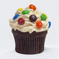 JoJo's serves a selection of gourmet cupcakes and Kilby Cream farm fresh ice cream to provide delicious treats the entire family can enjoy. M M Cupcakes, Gourmet Cupcakes, Animal Cookies Recipe, Yummy Treats, Delicious Desserts, Frozen Desserts, Amazing Cakes, Cookie Recipes, Bakery
