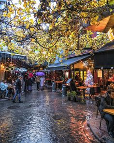 Karaköy, Istanbul.. Turkey Wonderful Places, Beautiful Places, Rainy Wallpaper, Visit Turkey, Istanbul City, Rainy Days, Urban, Architecture, Street