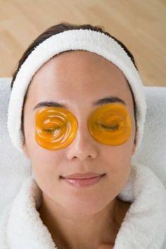 Большинство из нас не знает, что кожа начинает стареть после того, как исполнится 40-45 лет. В это сложно поверить, правда? В настоящее же время первые морщинки у многих женщин появляются гораздо раньше — после 25 лет. Diy Beauty, Beauty Skin, Health And Beauty, Beauty Hacks, Skin Resurfacing, Face Yoga, Face Massage, Homemade Skin Care, Natural Cosmetics