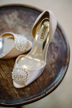 Badgley Mischka wedding shoes. Re-pin if you like. Via Inweddingdress.com #weddingshoes