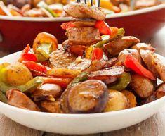 Pour accompagner votre plat de poulet ou viande, voila la recette du pommes de terre et poivrons verts et rouges, une Poêlée préparée en quelques minutes.