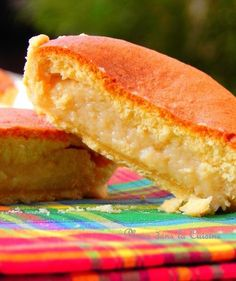 Tourment d'Amour: Guadeloupe tart of pastry topped with coconut jam and sponge cake. Thermomix Desserts, Dessert Recipes, Cooking Chef, Cooking Recipes, Flan, Desserts With Biscuits, Creole Recipes, Sweet Pie, Exotic Food