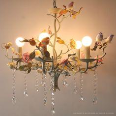 パークトレーディングス : シャンデリア フォレスト | Sumally 森のシャンデリア鳥たちがとまっている水を飲んでいるようにも見える