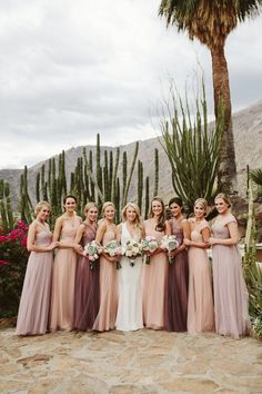 This Palm Springs wedding made the most of its desert wedding venue, with tons of neutrals and subtle pops of color. #weddingvenues
