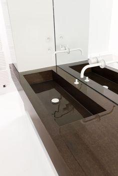 Bathroom by Fermetti ° wall/ floors epoxy white ° sink oak veneer + epoxy Photography Maarten Stappaerts