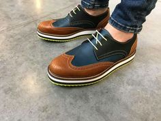 Very stylish men shoes, I like it! Kicks Shoes, Men's Shoes, Shoe Boots, Dress Shoes, Shoes Men, Casual Leather Shoes, Casual Shoes, Gents Fashion, Mens Boots Fashion
