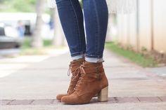 look do dia maxi colete bota cano curto borboletas na carteira-8 Boots Store, Blazers, Wedges, Closet, Shoes, Fashion, Look Do Dia, Personal Care, Women's Boots
