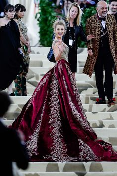 The Gala Gown: A gold-and-ruby brocade and beaded Atelier Versace gown with attached skir Blake Lively MET Gala 2018 Gala Dresses, Red Carpet Dresses, Wedding Dresses, Beautiful Gowns, Beautiful Outfits, Mode Chanel, Fantasy Dress, Pretty Dresses, Ideias Fashion