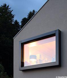 WOM Architektur und Bau GmbH, Norman Radon, RADON photography, Einfamilienhaus, Parkett, Küchenblock, Holzdecke, Metallfensterrahmen, Panoramafenster