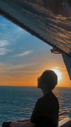 Jimin and the sunset 🌇🌇🌇🌇🌇🌇🌇🌇 K Wallpaper, Jimin Wallpaper, Vlive Bts, Bts Taehyung, Park Ji Min, Foto Bts, Jikook, Manga K, Kpop