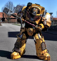 Insanely impressive: Warhammer 40,000 Imperial Fists Terminator Captain Tancred costume created by Daniel Høgh and Justina Šniukštaitė of Roses and Boltshells