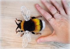 Needle felted bumble bee- Made to Order- beautiful, realistic, fluffy - Lorena Wool Needle Felting, Needle Felting Tutorials, Needle Felted Animals, Felt Animals, Wet Felting Projects, Felt Diy, Felt Crafts, Felted Wool Crafts, Felt Bunny