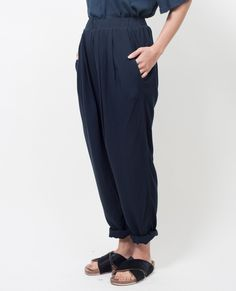 BLACK CRANE Pleats Pants / Black