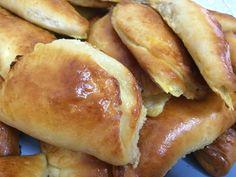 ΤΥΡΟΠΙΤΑΚΙΑ ΣΥΝΤΑΓΗ Hot Dog Buns, Hot Dogs, Greek Easter, Hamburger, Strawberry, Mint, Bread, Snacks, Cooking