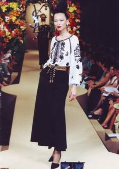 """Yves Saint Laurent - Huate Couture A/W 1981 Collection. The model is wearing the traditional Romanian """"ia"""", considered to be one of the most inconic pieces of YSL. Yves Saint Laurent was inspired by Matisse's painting, """"La Blouse Roumaine"""" Christian Dior, Sonia Delaunay, Yves Saint Laurent, Sport Chic, Bcbg, Folk Costume, Peasant Blouse, Fashion Show, Fashion Design"""