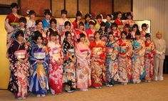 「AKB48グループ2017年成人式イベント」で新成人となったSKE48の松井珠理奈(前列左から6番目)、HKT48・AKB48兼任の兒玉遥(前列左から7番目)らAKB48グループ32人  Photo By スポニチ #成人式 #晴れ着 #着物 #Kimono
