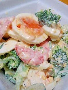 「デパ地下惣菜屋風♪半熟玉子の海老ブロッコリーサラダ」メインディッシュを見劣りさせるくらい豪快で存在感のある、美味しいサラダが完成しました。本当に美味しいサラダを作りたい人へお届けしたい手間隙かけたメニューです。【楽天レシピ】
