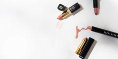 Wie findet man den richtigen Nude Lippenstift? Tipps & großer Redaktionstest: Natürliche Lippenfarbe ✓ Hautunterton ✓ Auftragetechnik ✓ alle Details hier »
