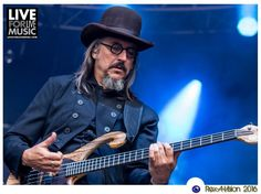 It was a Les Claypool marathon for fans at the fabulous Fox Theatre in Oakland. Primus, Claypool Lennon & Duo De Twang Join Forces For New Year's Celebration