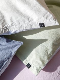 Bitter sweet is... having beautiful colors and light, high quality fabrics for summer but having to choose a color (or not ;-) #cf #christianfischbacher #bettwäsche #bedding